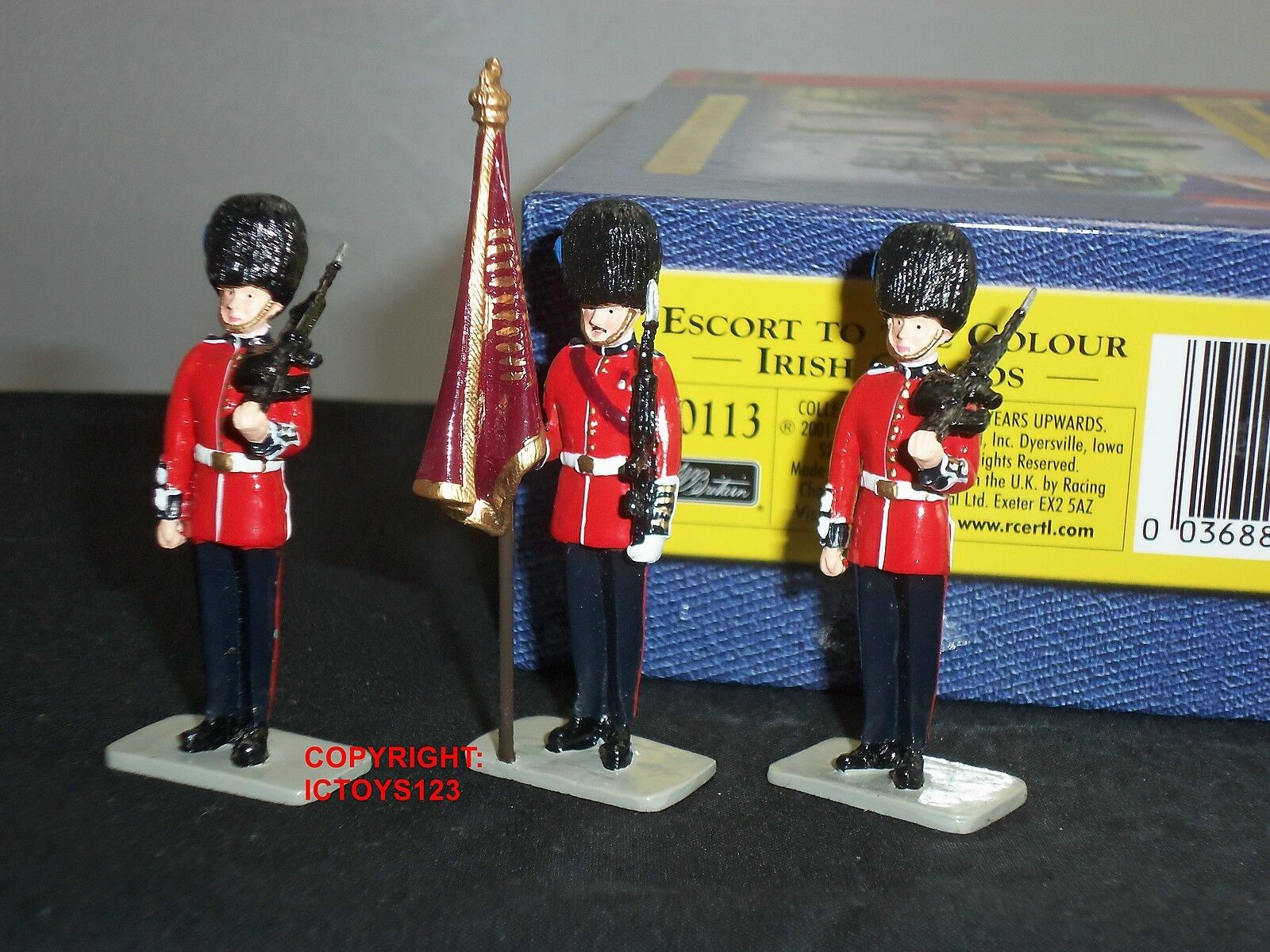 BRITAINS 40113 IRISH GUARDS ESCORT TO THE COLOUR METAL TOY SOLDIER FIGURE SET