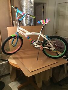 """Girls 20""""Wheels 16"""" Rims Miss Matched Bicycle Good Condition VG Condition"""