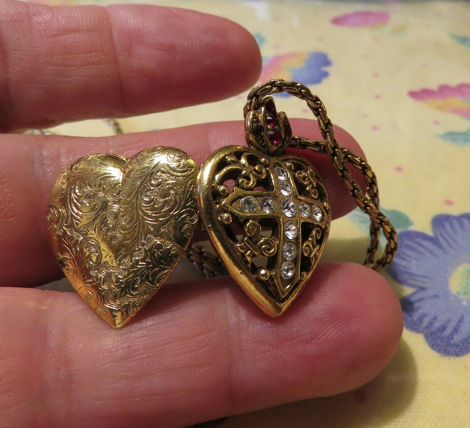 Stunning Cherub Vatican Library Collection Angel Brooch Locket Heart with Box and COA
