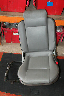 LAND ROVER DISCOVERY 2 TD5 V8 NEAR SIDE REAR 3RD ROW SEAT BELT NSRR GREY