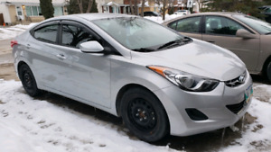 2013 Hyundai Elantra *LOW KMs*