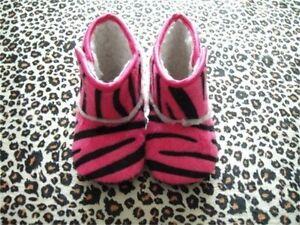Bebé Niña Hot Pink Zebra Bebé Cuna Cochecito Zapato/Bota guía de tamaño en listado