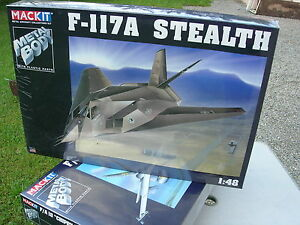 ARMOUR-FRANKLIN-MINT-MACKIT-KIT-METAL-1-48-AVION-furtif-F-117A-STEALTH-HOLLOMAN