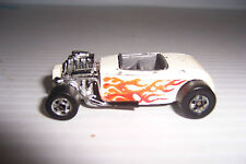 HOT WHEELS 1975 MATTEL HONG KONG WHITE ROADSTER WITH FLAMES
