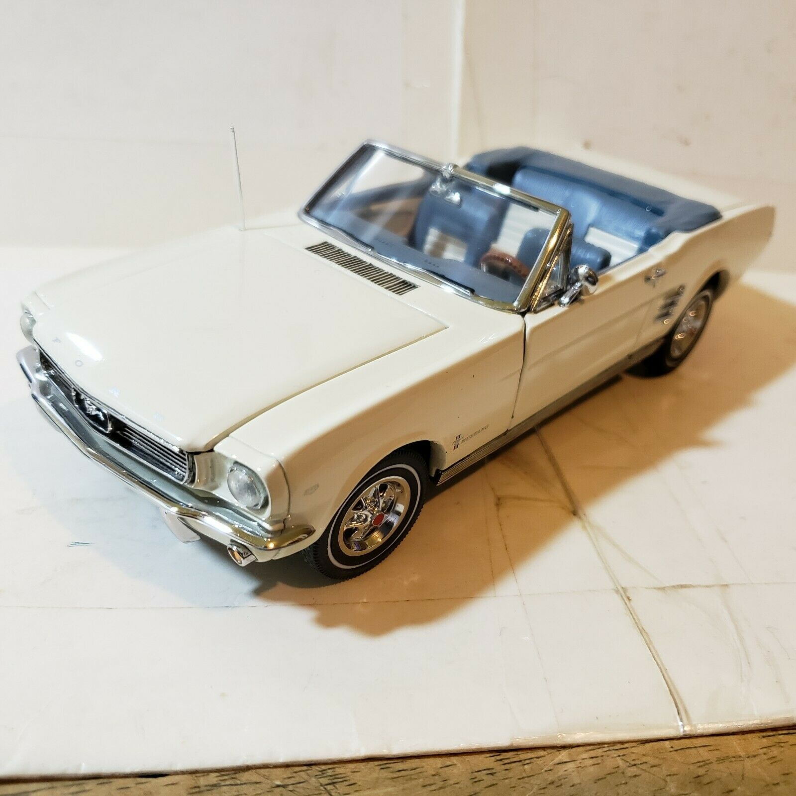 Danbury Comme neuf Ford Mustang 1966 cabriolet 1 24 Die Cast 6