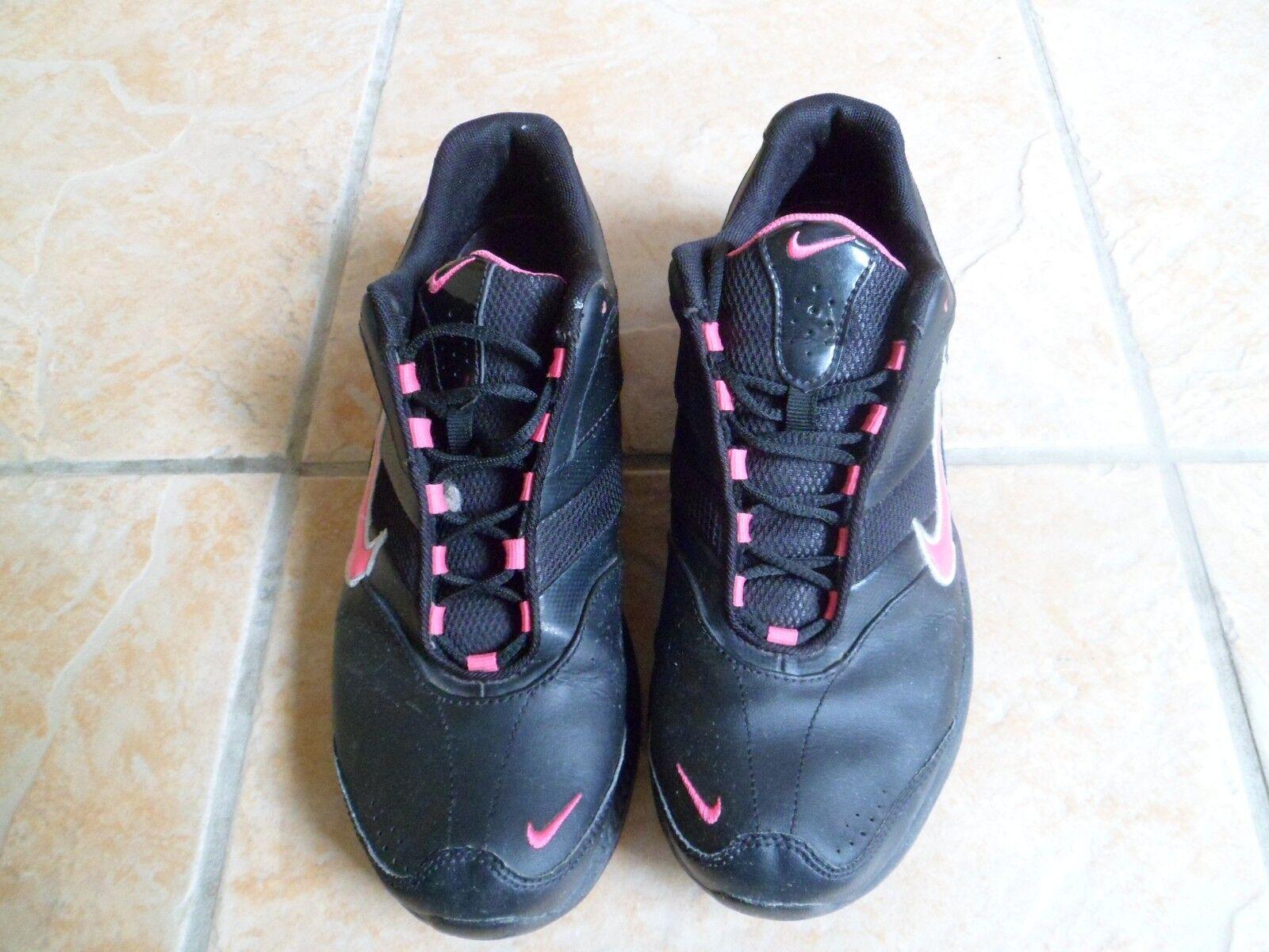 Nike bon Femme Noir/Rose Baskets Taille 5.5 très bon Nike état 228f4a