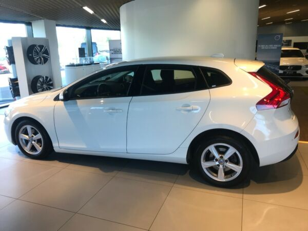 Volvo V40 2,0 D2 120 Kinetic Eco - billede 1