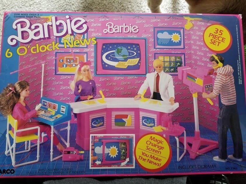 Barbie 6 O 'Clock News 35 piezas conjunto