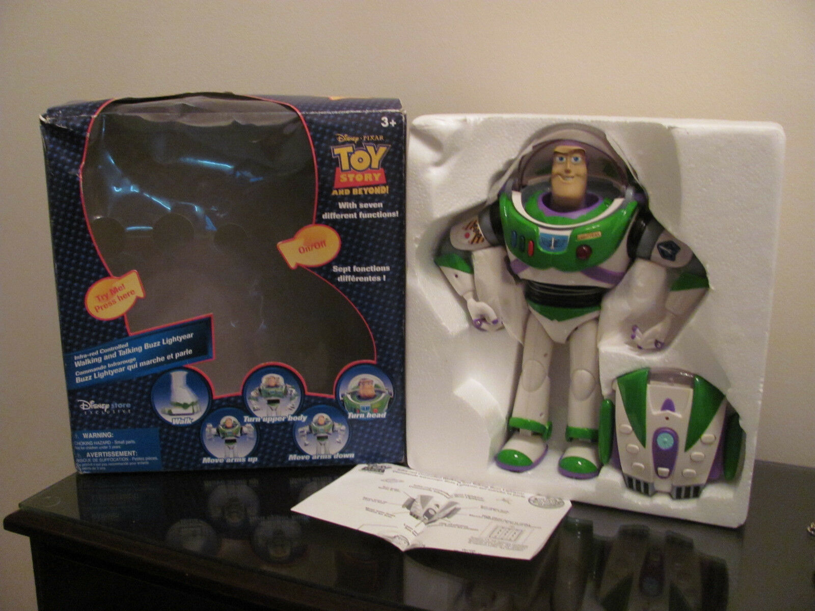 LARGE 13  FIGURE TOY STORY INFRA RED CONTROLLED BUZZ LIGHTYEAR WALKING TALKING