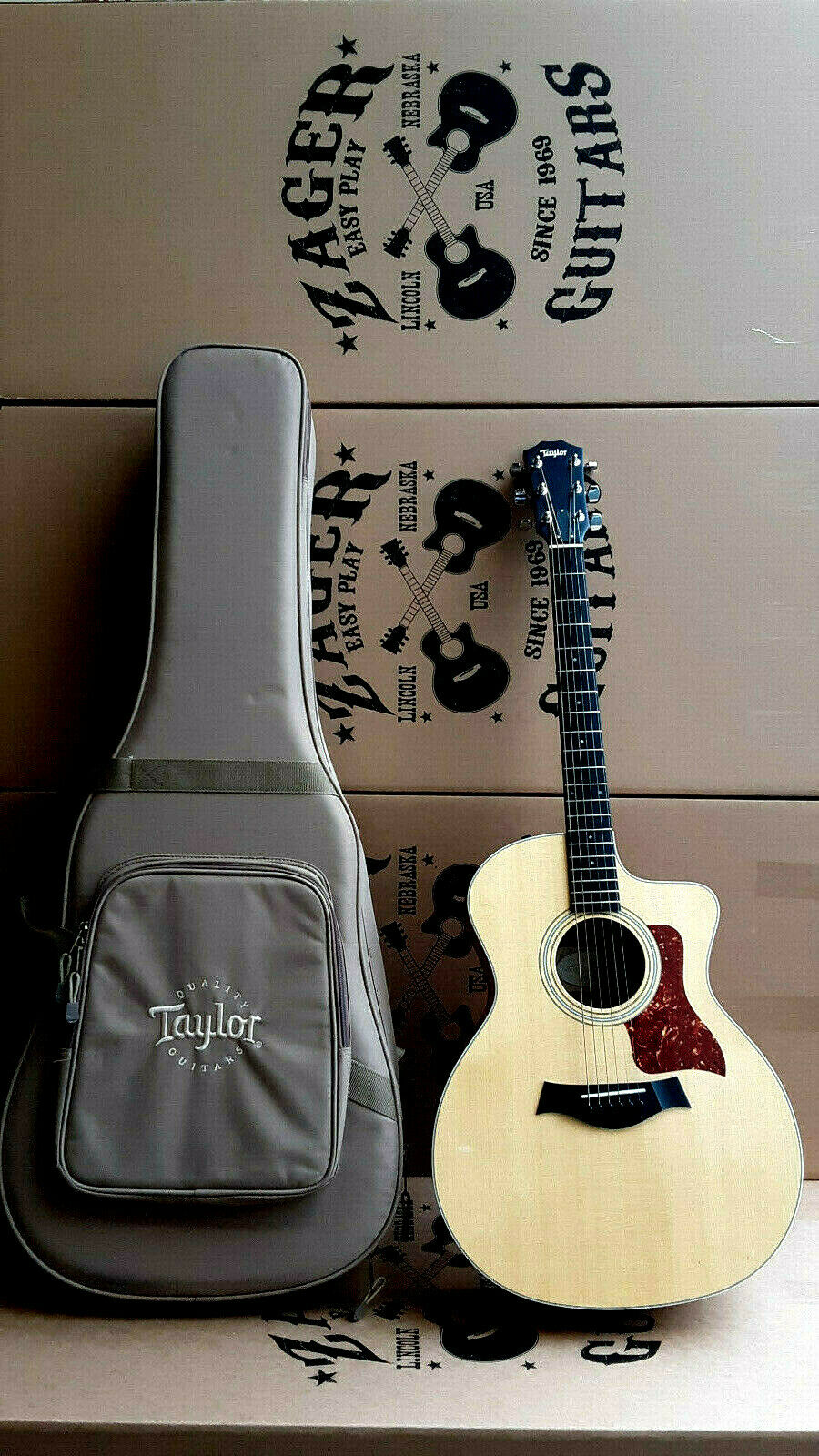 Taylor 214CE Acoustic Electric Guitar,  Easy Play  made, rare collection   7389
