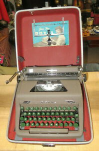 Vtg 1950s Working Royal Portable Typewriter / Quiet De Luxe with Case & Manual
