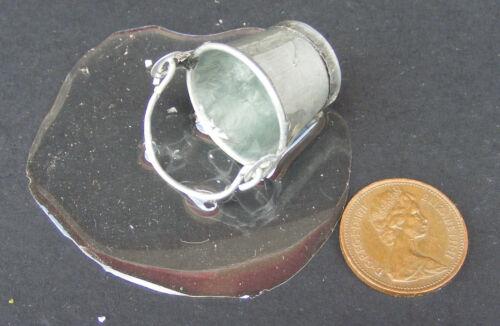 Échelle 1:12 Petit Métal Seau de flaque d/'eau tumdee Maison de Poupées Accessoire sa