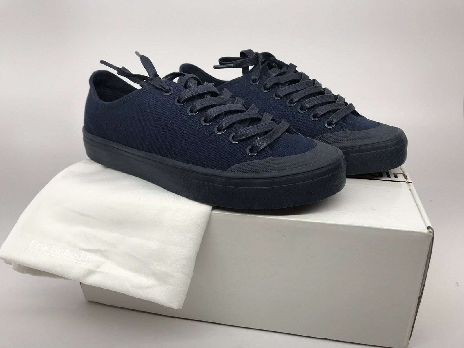 Erik Schedin Womens Canvas Sneaker Size 8.5 Navy bluee NEW