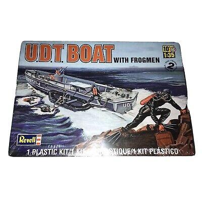 Revell Plastik-Modellbausatz UDT Boat with Frogmen 85-0313 ca.28 cm 63 Teile