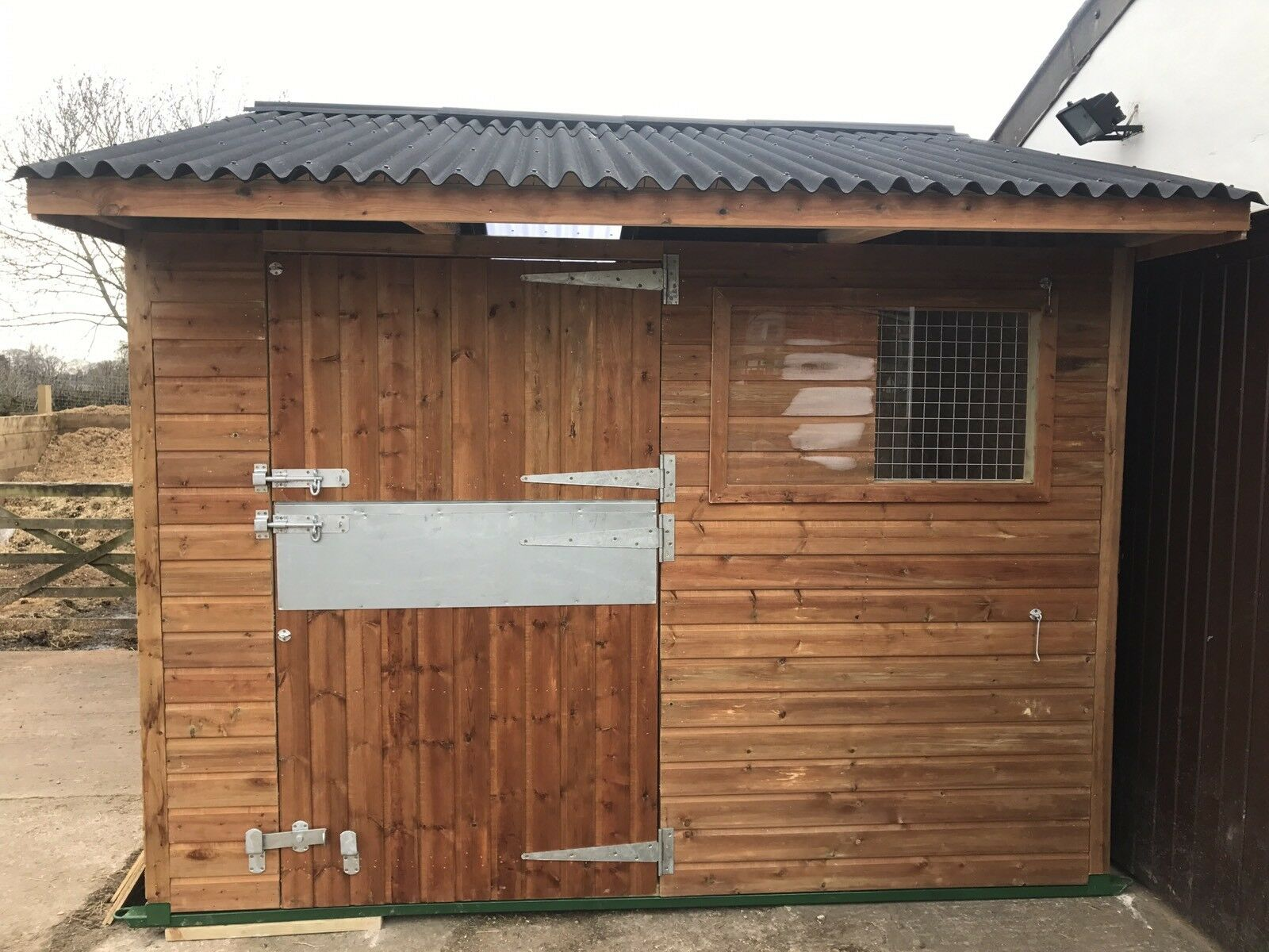 TIMBER STABLE (STATIC MOBILE) FOR SALE   12X12   WOODEN STABLE
