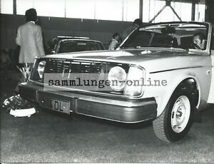 VOLVO-244-DL-Automobilausstellung-Pressefoto-Foto-Fotografie-Auto-Automobil