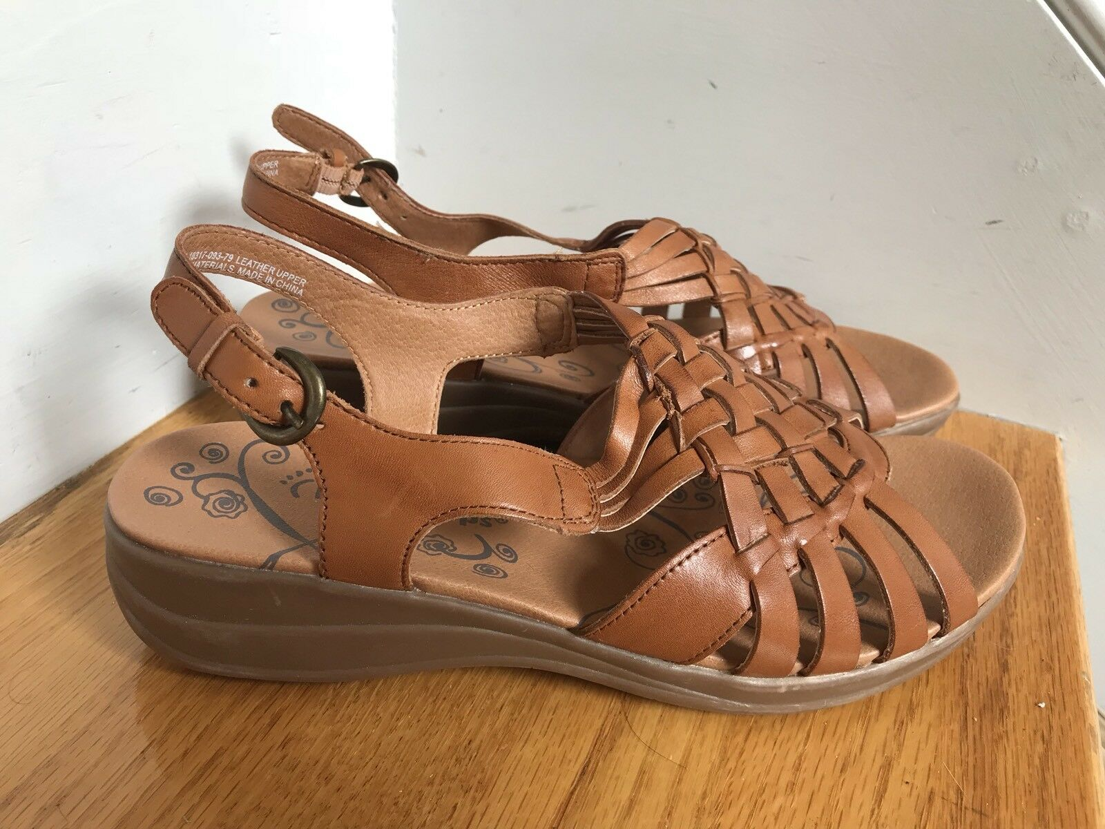 Bare Traps Sandals Jabber  Condition Size 6W leather Excellent Condition  061203