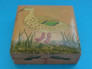 INDIAN-HAND-PAINTED-WOOD-TRINKET-BOX-ANTIQUE
