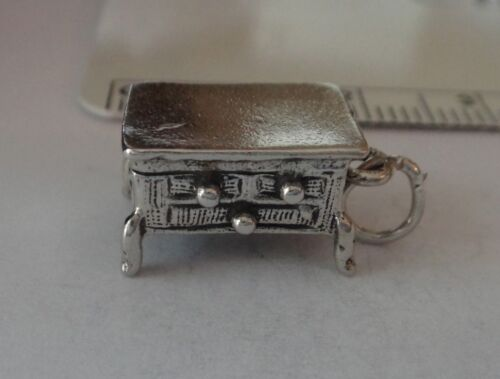 Sterling Silver 3D 15x9x8mm Meubles Commode Charme
