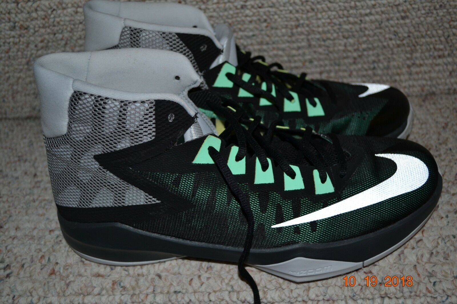 NEW  NIKE  Mens Tennis shoes,Size 11.5, Never used Excellent condition