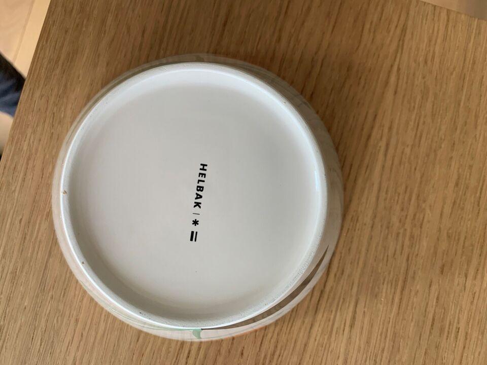 Porcelæn, Skål . Højde: 7 cm. Ø 16 cm, Helbak