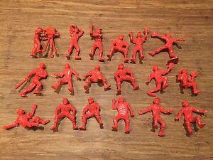 Recast-Nabisco-Baseball-Team-18-Red-Plastic-Figures-Cameraman-Lido-Style