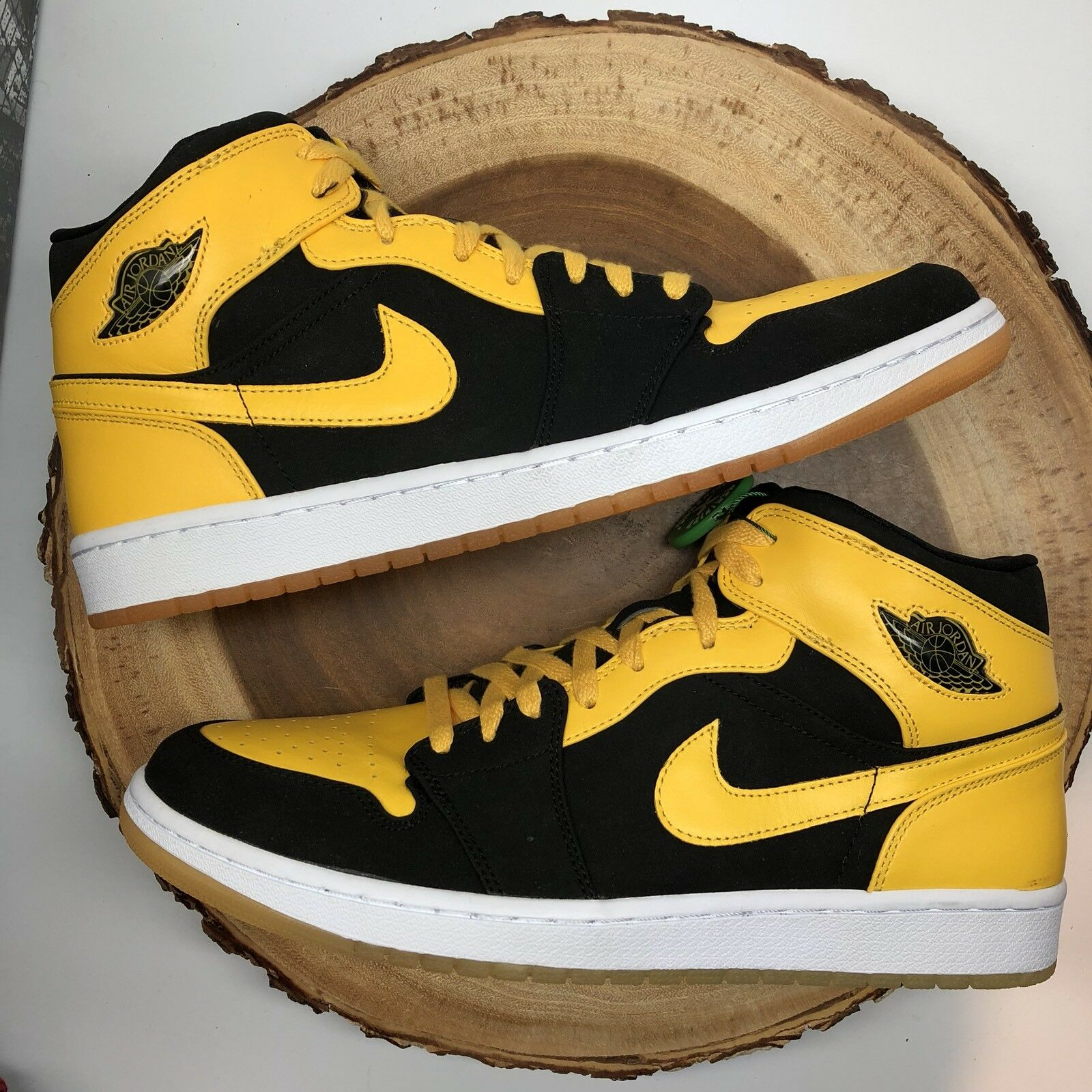 low priced 6cae8 6b999 Nike Nike Nike Air Jordan Retro 1 Yellow Old Love New Size 13 Chicago Royal  Top