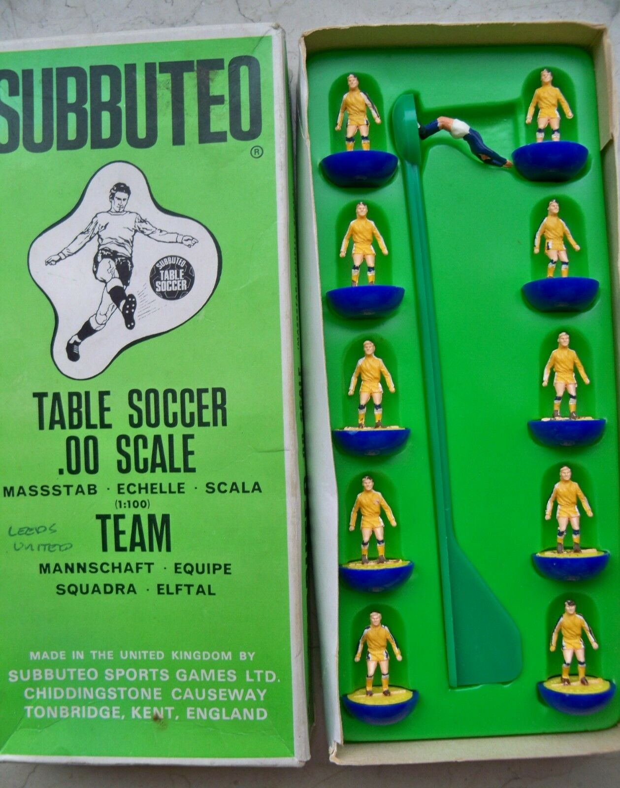 SUBBUTEO TEAM HW REF N.208 LEEDS 2ND MINT CONDITION PLAYERS REFFED SMALL BOX