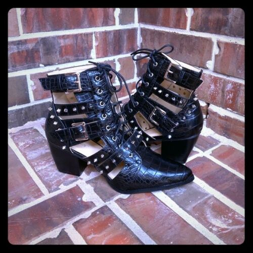 SUPER CUTE Spike Ankle Booties Black