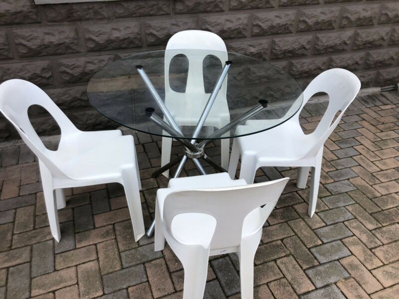 Dining Set ( 4 Seater ) - Glass & Chrome Table & 4 Platic Chairs - Excellent - Delivery Arranged