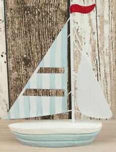 Kleines Boot Schiff mit Metallsegeln ca 17 x 13,5 x 3,3cm für die maritime Deko