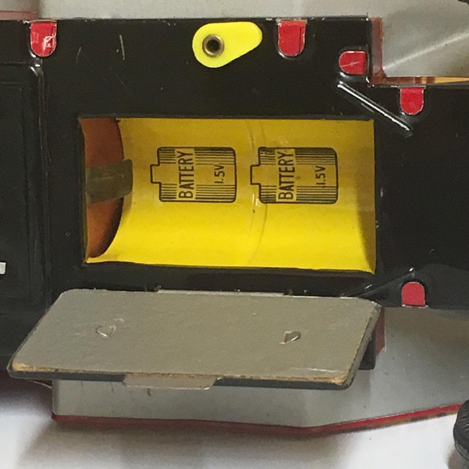 VINTAGE, TIN B O CAP FIRING OLD OLD OLD FASHION CAR  COMPLETE W BOX  FULLY OPERATIONAL  33dd23