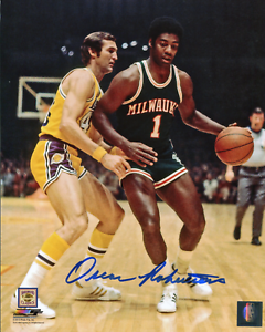 Oscar-Robertson-Autographed-Milwaukee-8x10-Photo