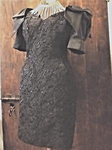 188704171fb3 Caricamento dell immagine in corso Abito-donna-pizzo -nero-sartoriale-nero-scollato-paillettes-