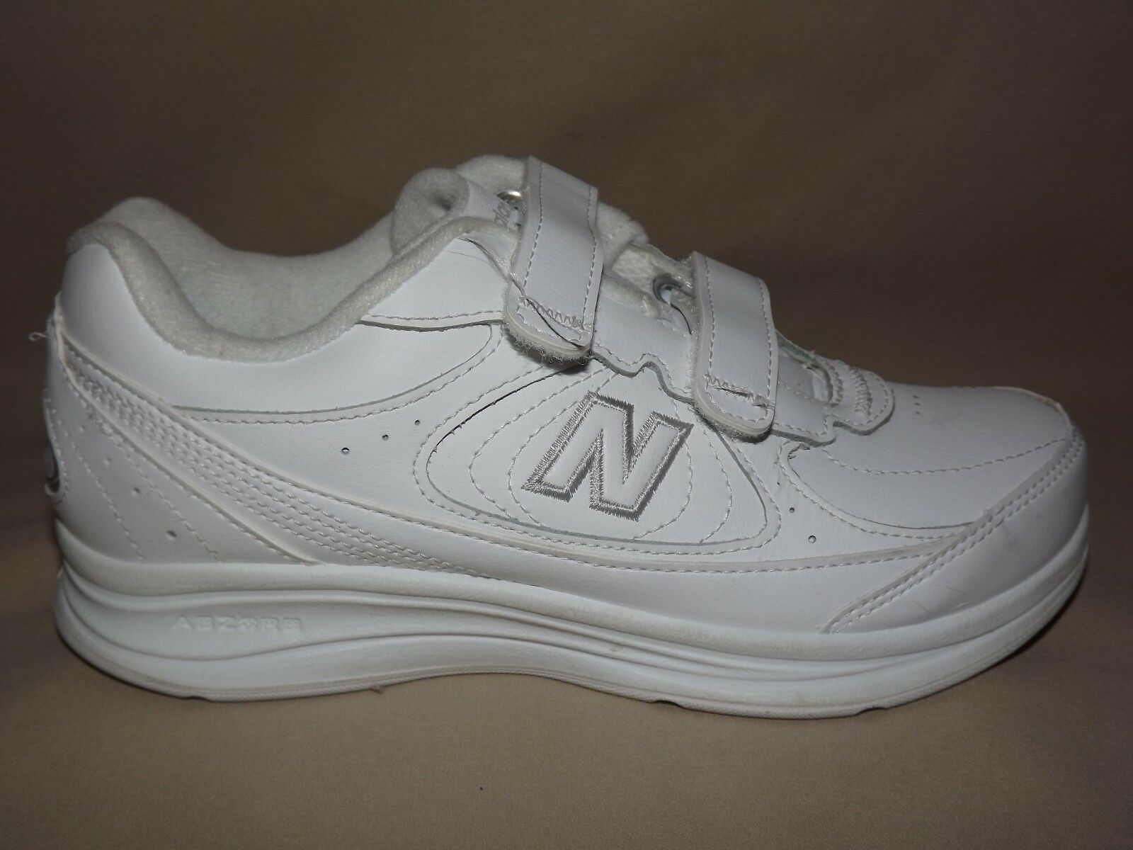 WOMENS WORN ONCE PERFECT  NEW BALANCE   577 WALKING WHITE TWO STRAP SIZE 5 D EUC