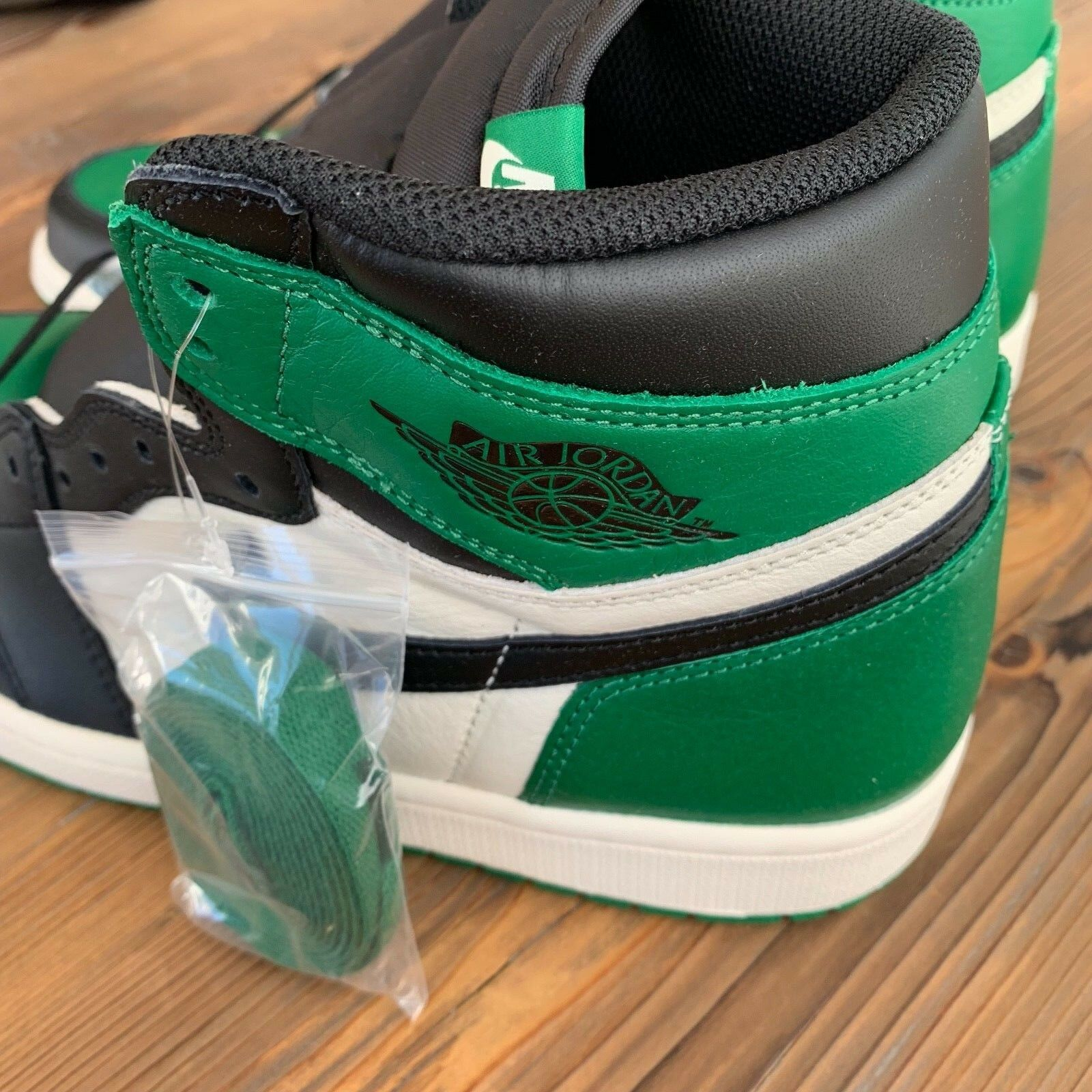 New Deadstock Nike Air Jordan Retro 1 High OG Pine Green Size 11.5 US 555088-302