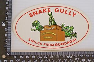 VINTAGE-SNAKE-GULLY-5-MILES-FROM-GUNDAGAI-NSW-SOUVENIR-ADHESIVE-STICKER-DECAL