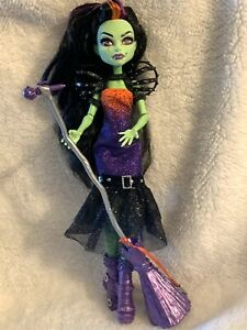 Monster-High-Doll-Casta-Fierce-Witch-Doll-w-Stand-and-Accessories-Mattel