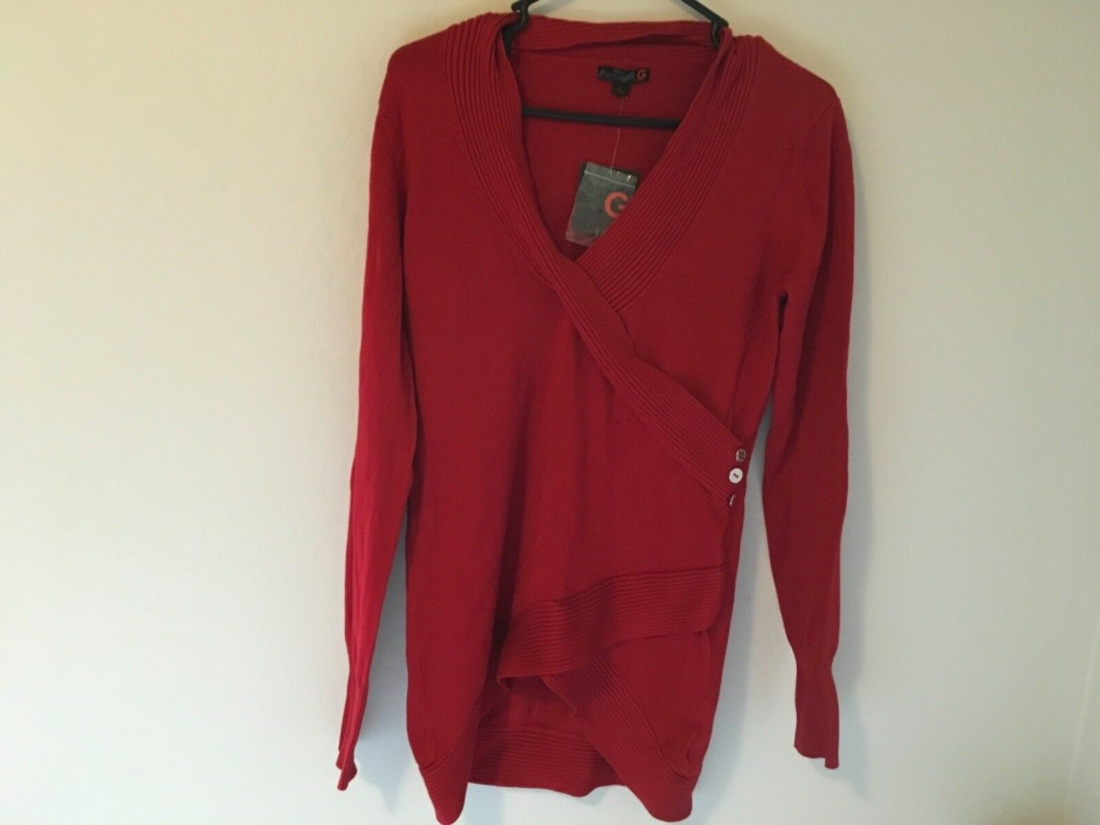 NWT G BY GUESS RARE SOLDOUT RED sweater L must have
