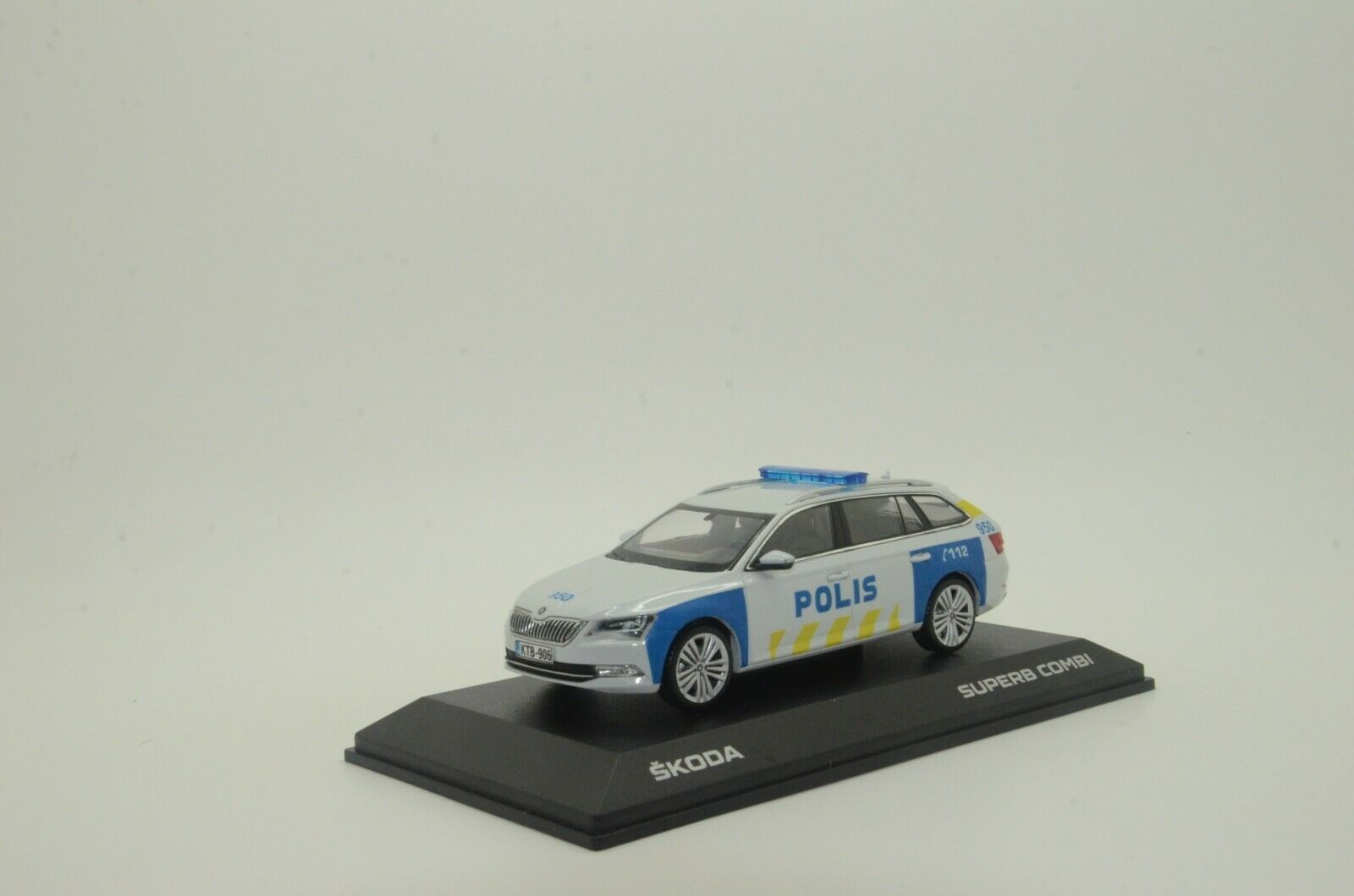 rara    nuevo Skoda súperb Combi Finlandia polis policía Hecho a Medida 1 43