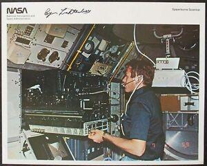 S1042b-viajes-espaciales-byron-Lichtenberg-spacelab-1-nasa-Photo-original-de-firma