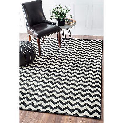 nuLOOM Alexa Black/White Chevron Contemporary Indoor Area Rug (4'x5'7)