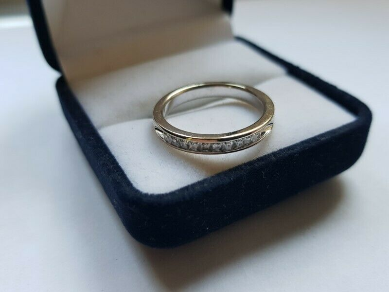 A199 9k White Gold Channel Ring