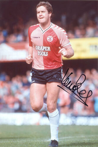 Kevin Bond, Southampton, signed 12x8 inch photo. COA.