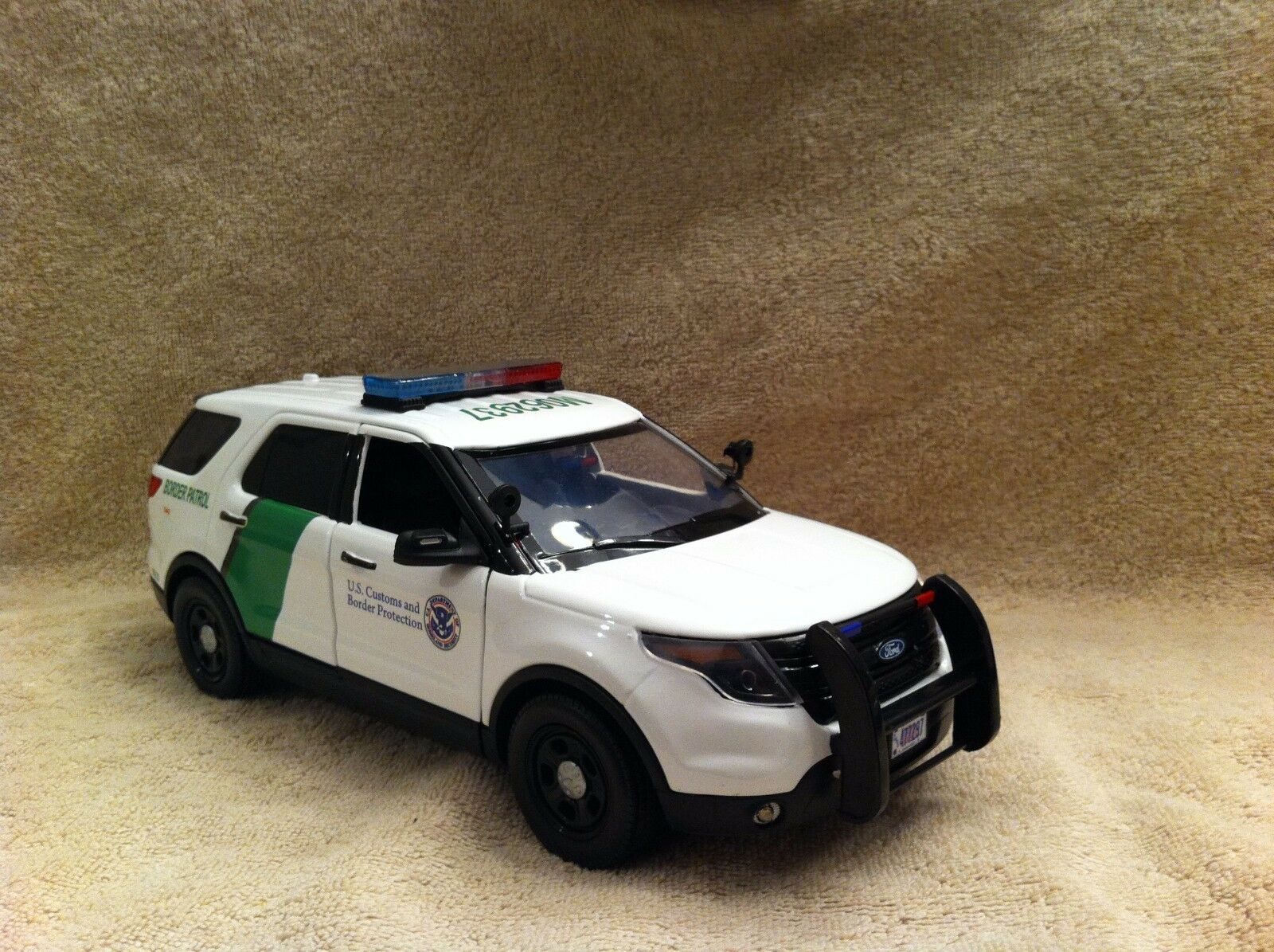 1 18 Scale US BORDER PATROL POLICE FD VÉHICULE UTILITAIRE SPORT Diecast with Working Lights et sirène