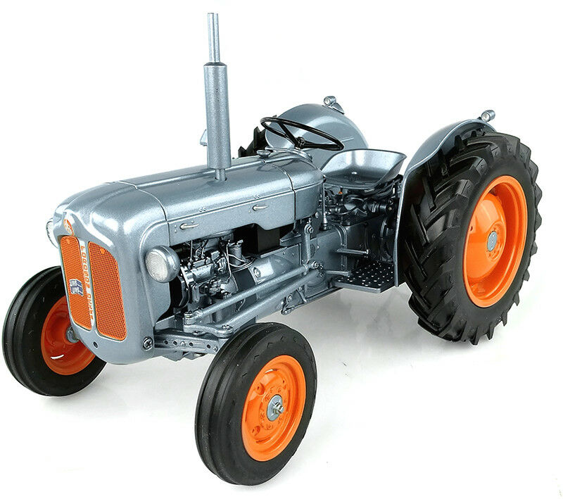 UH FORDSON DEXTA TRACTOR - 60TH ANNIVERSARY LAUNCH EDITION 1 16 SCALE