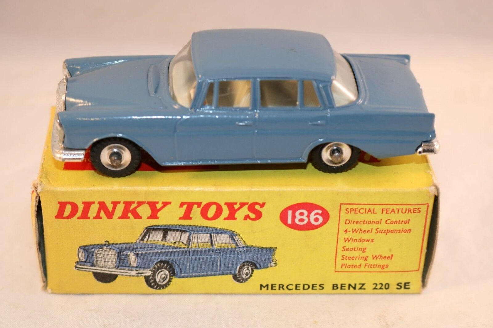 Dinky Toys 186 Mercedes Benz 220SE 99% mint in box all original condition