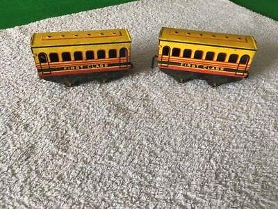 2 X O Gauge Brimtoy Tin Plate Coaches - Both First Class Attraente E Durevole
