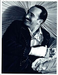 Jean-Dujardin-Signed-Autographed-8x10-Photo-The-Artist-COA-VD