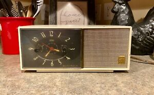 Vintage-Motorola-53C-Tube-AM-Alarm-Clock-Radio-Telechron-Movement